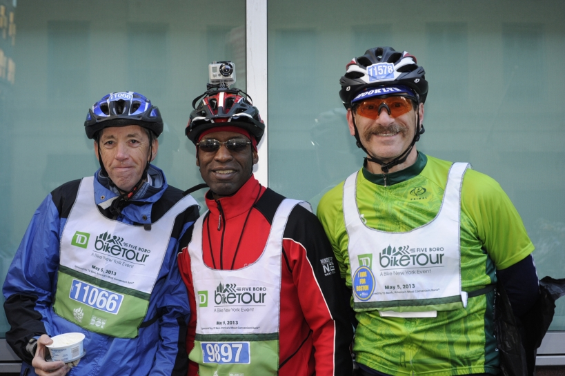 SM, NI and Me.  6:60 AM, at the start line.  Trying hard to look cheerful and not frozen....